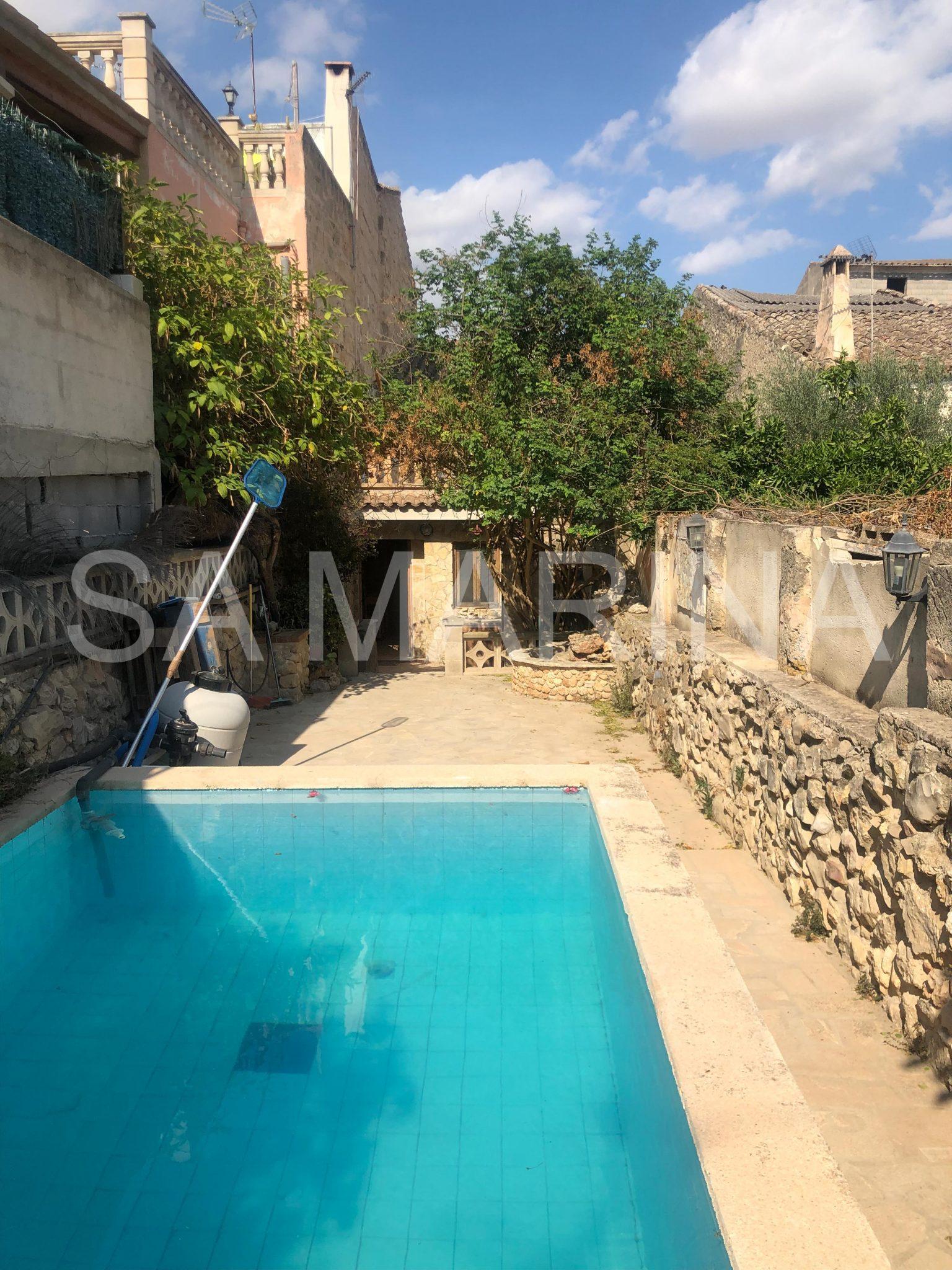 RESERVADA. Casa unifamiliar con piscina Villafranca