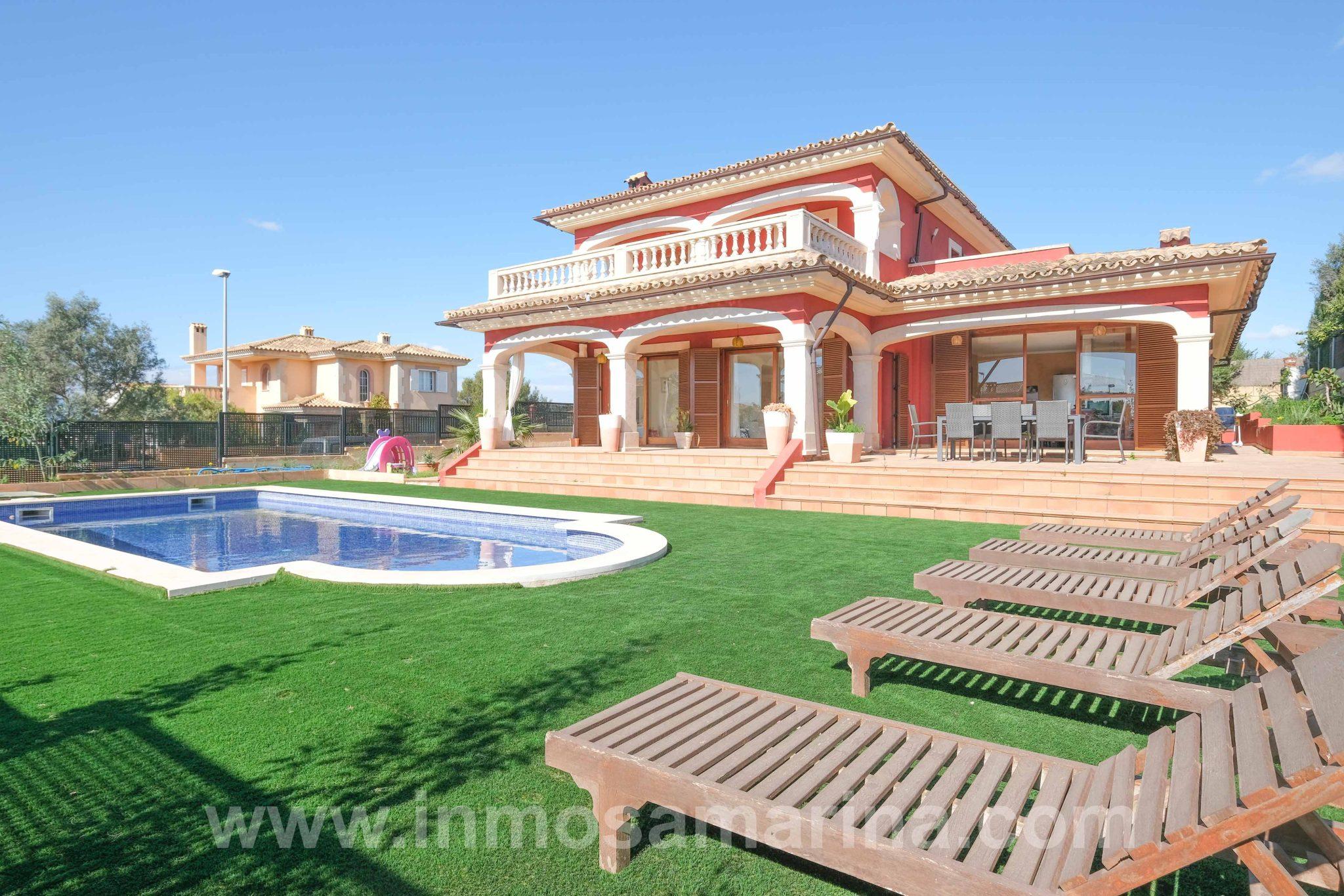 Este espectacular chalet con piscina se encuentra ubicado en Marratxi. Venta